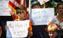 Parents Gather in Support of Lawsuit to Reopen OC Schools