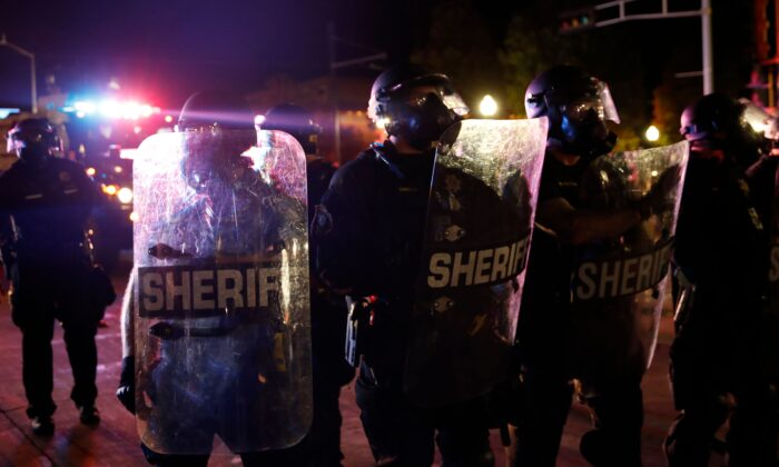 Sheriff and police in riot gear face off with protestors outside the County Courthouse during demonstrations against the shooting of Jacob Blake in Kenosha, Wis. on Aug. 25, 2020. (Kamil Krzaczynski/AFP via Getty Images)