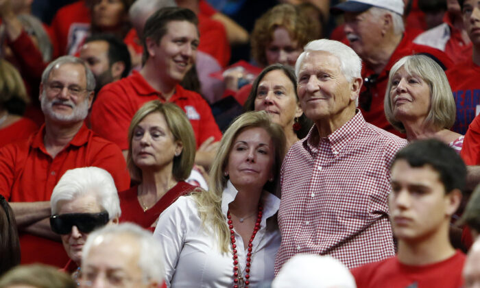 Kelly and Lute Olson stand during the second half of Arizona's NCAA college basketball game against Stanford in Tucson, Ariz., on March 5, 2016. (Rick Scuteri/AP Photo)