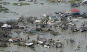 Coastal Louisiana a Hot Mess as Laura's Leftovers Move East