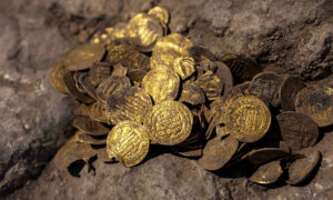 Teenagers Unearth Trove of 1,000-Year-Old Gold Coins in Clay Container in Israel