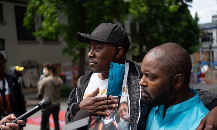 Horace Anderson (L) speaks about his son, Lorenzo Anderson, in Seattle, Wash., on June 29, 2020. (David Ryder/Getty Images)