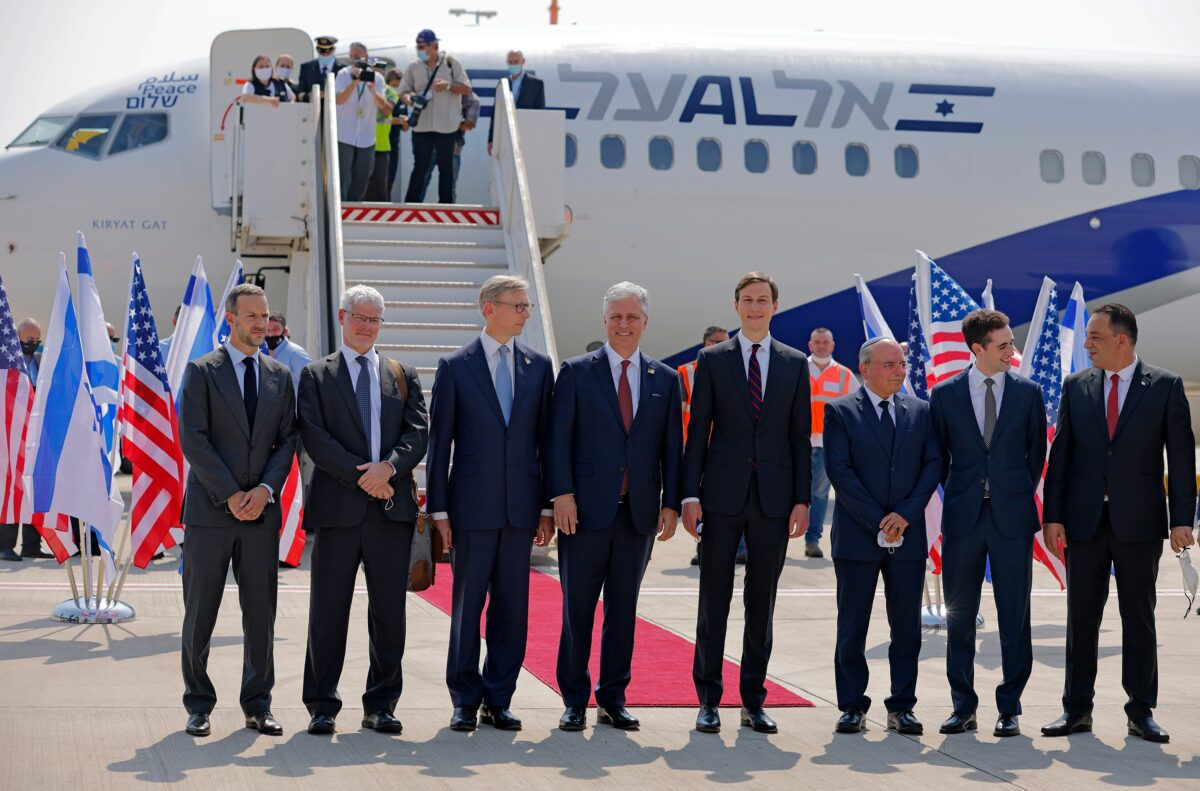 Members of the Israeli-American delegation in front of the El Al's flight