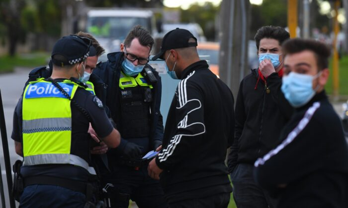 Victorian Police take the details of a man in Dandenong, Melbourne, Aug. 27, 2020. (AAP Image/James Ross)