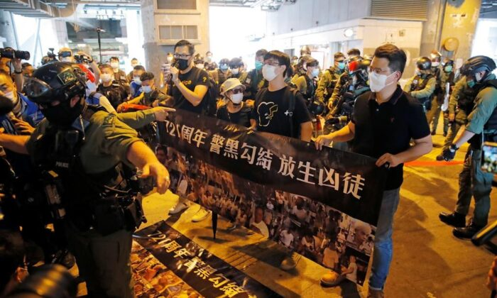 Pro-democracy lawmakers Lam Cheuk-ting (L) and Andrew Wan Siu-kin (R) are accompanied with two victims who were injured in the Yuen Long subway attack at the subway station in Hong Kong, on July 21, 2020.  (The Canadian Press/AP/Kin Cheung)