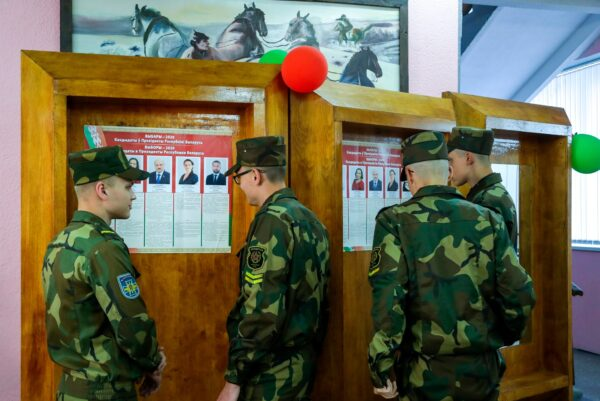 Belarusian soldiers read about the candidates