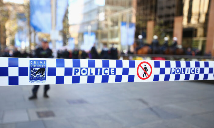 Three police officers have been injured while trying to arrest a man with a knife in Sydney's CBD. (Mark Kolbe/Getty Images)