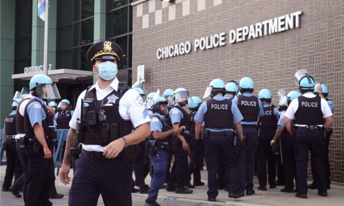 Chicago police stand guard as demonstrators protest outside the department's 7th District station in Chicago, on Aug. 11, 2020. (Scott Olson/Getty Images)