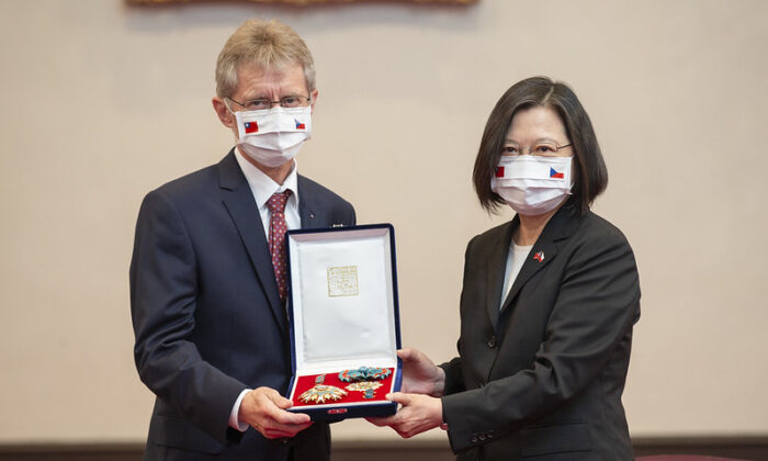 Taiwan President Tsai Ing-wen (R) presents a medal to Czech Senate President Milos Vystrcil at Taiwan's Presidential Office in Taipei on Sept. 3, 2020. (Taiwan's Presidential Office)