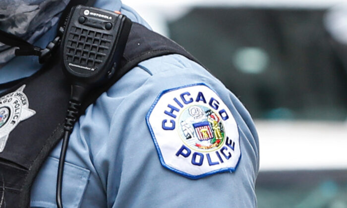 A Chicago police officer in a file photo. (Kamil Krzaczynski/AFP via Getty Images)