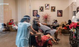 Unemployment Among Hispanic Women, Black Men Sees Sharpest Drop in August