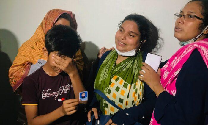 Doctors treat a burned Muslim worshipper in a hospital in Dhaka, Bangladesh, Saturday, Sept. 5, 2020. (Abdul Goni/AP photo)