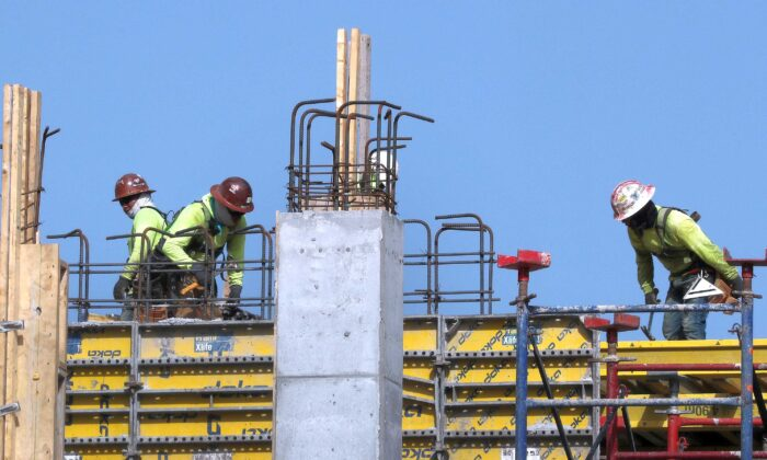 Construction workers on a job site in Miami, Fla., on Sept. 4, 2020. (Joe Raedle/Getty Images)