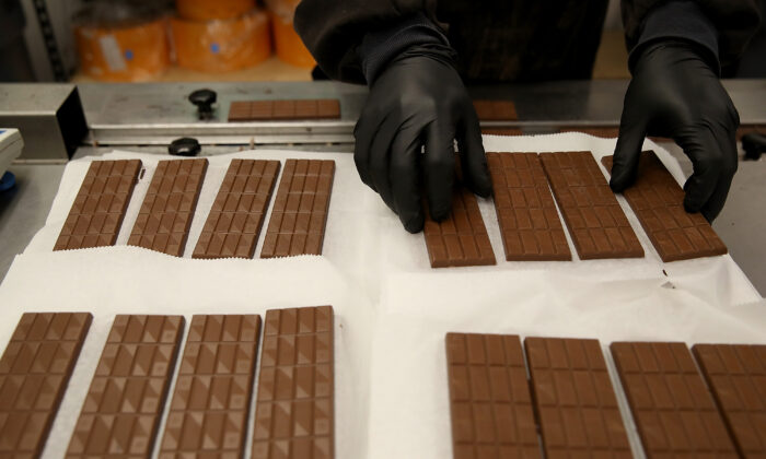 A worker prepares to package freshly made marijuana infused chocolate bars at Kiva Confections in Oakland, California on Jan. 16, 2018. (Justin Sullivan/Getty Images)