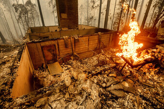Flames burn at a home leveled by the Creek Fire along Highway 168 on Tues., Sept. 8, 2020, in Fresno County, Calif. (Noah Berger/AP Photo)