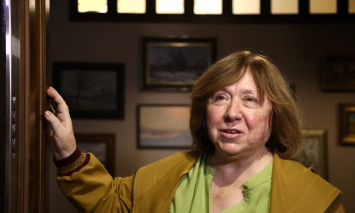 The 2015 Nobel literature laureate Svetlana Alexievich speaks to reporters at her apartment in Minsk on Sept. 9, 2020. (Tut.By via Reuters)
