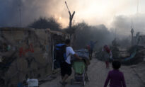 Fire Destroys Overcrowded Greek Refugee Camp, Forces Thousands to Flee