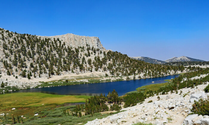 Long Lake, one of the Cottonwood Lakes. (Shutterstock)