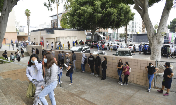 Students wait in line to pick up school resources at Hollywood High School in Hollywood, Calif., on Aug. 13, 2020. (Rodin Eckenroth/Getty Images)