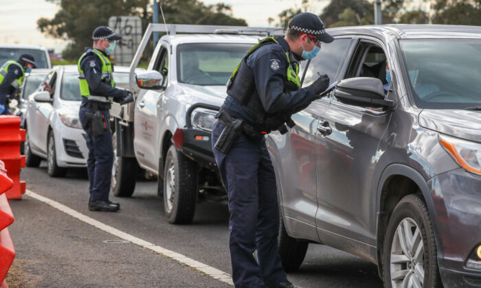 Police check permits and ID of drivers at a checkpoint in Little River for traffic coming from Melbourne into Geelong and the Bellarine Peninsula in Geelong, Australiaon Aug. 14, 2020. (Asanka Ratnayake/Getty Images)