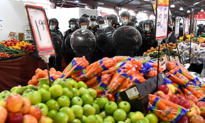 Riot police clear Melbourne's Queen Victoria Market of anti-lockdown protesters during a rally on Sept. 13, 2020. (William West/AFP via Getty Images)