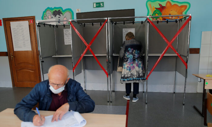 People vote during local elections in the Siberian city of Tomsk, Russia, on Sept. 12, 2020. (Maxim Shemetov/Reuters)