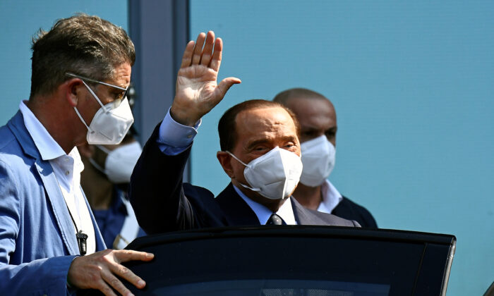 Former Italian Prime Minister Silvio Berlusconi gestures as he will be discharged from Milan' h San Raffaele hospital, in which he was being treated after screening positive for the coronavirus illness (COVID-19) and diagnosed with moderate pneumonia, in Milan, Italia, on Sept. 14, 2020. (Flavio Lo Scalzo/Reuters)