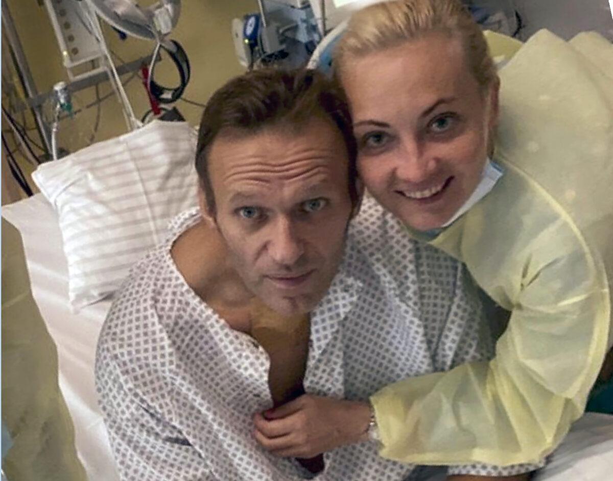 Alexei Navalny with his wife Yulia
