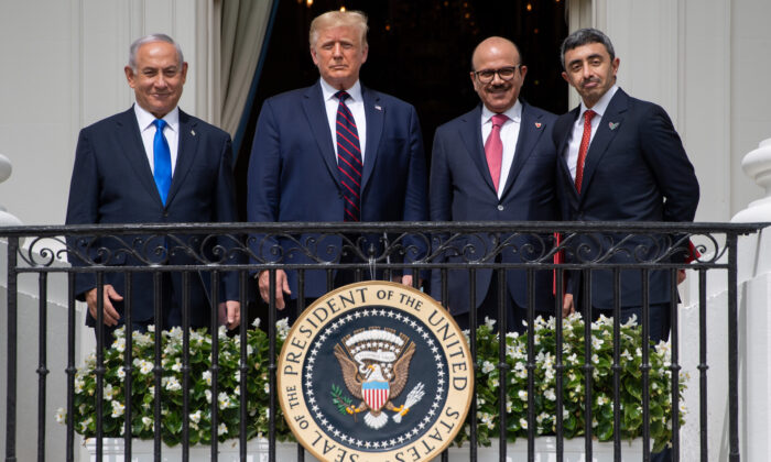 (L-R) Israeli Prime Minister Benjamin Netanyahu, U.S. President Donald Trump, Bahrain Foreign Minister Abdullatif al-Zayani, and UAE Foreign Minister Abdullah bin Zayed Al-Nahyan pose from the Truman Balcony at the White House after they participated in the signing of the Abraham Accords where the countries of Bahrain and the United Arab Emirates recognize Israel, in Washington on Sept. 15, 2020. (Saul Loeb/AFP via Getty Images)