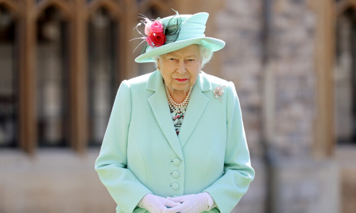 Britain's Queen Elizabeth poses after awarding Captain Tom Moore with the insignia of Knight Bachelor at Windsor Castle, on July 17, 2020. (Chris Jackson/Pool via Reuters/File Photo)