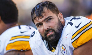 Steelers' Alejandro Villanueva Wears Name of a Slain Veteran on Helmet, Breaks Step With Team