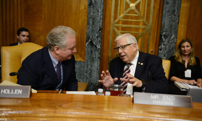 Chairman of the U.S. Senate Committee on the Budget, Mike Enzi (R-Wyo.), right, and Senator Chris Van Hollen (D-Md.), speak to each other during a hearing on Capitol Hill in Washington on Sept. 13, 2018. (Astrid Riecken/Getty Images)
