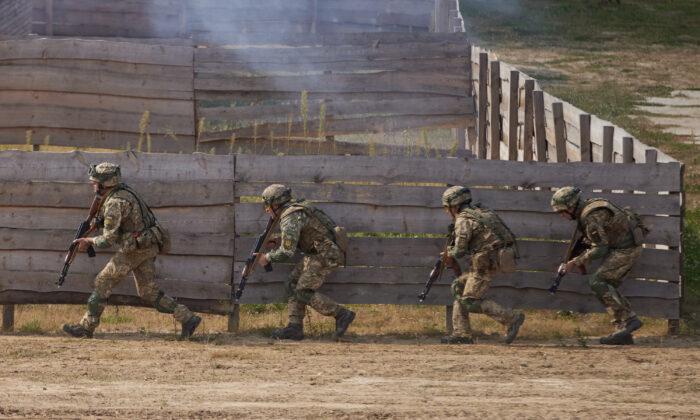 Servicemen take part in the Rapid Trident 2020 international military exercises in Lviv Region, Ukraine, on Sept. 17, 2020. (Ukrainian Presidential Press Service/Handout via Reuters)