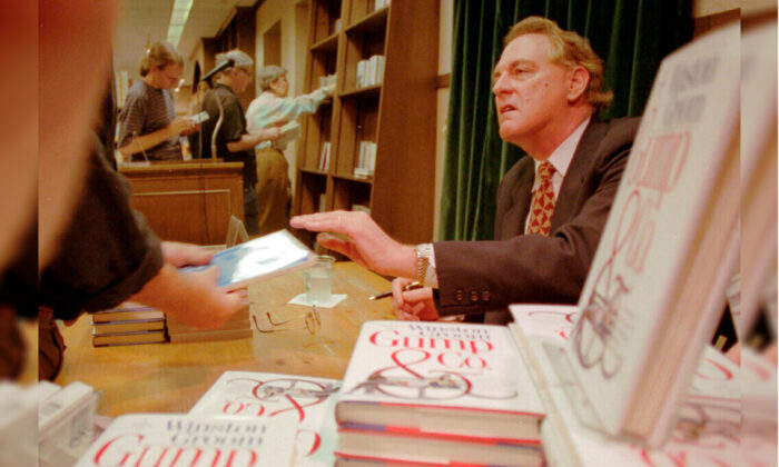 """Winston Groom, author of """"Forrest Gump,"""" the book on which the film was based, signs copies of """"Gump & Co.,"""" the sequel to """"Forrest Gump,"""" at a bookstore in New York City, N.Y., on Aug. 21, 1995. (Anders Krusberg/AP Photo)"""