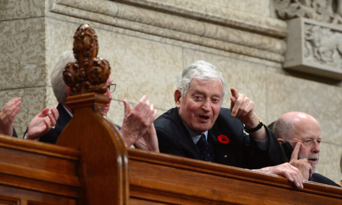 Former Prime Minister John Turner stands during question period in the House of Commons on Parliament Hill on Nov. 6, 2017. (The Canadian Press/Sean Kilpatrick)