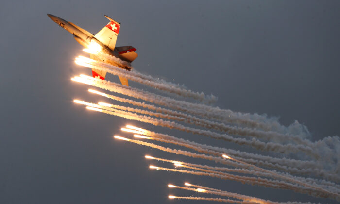 A Swiss Air Force F/A 18 Hornet aircraft releases flare during the Air14 airshow at the airport in Payerne, Switzerland, on Aug. 31, 2014. (Denis Balibouse/Reuters)