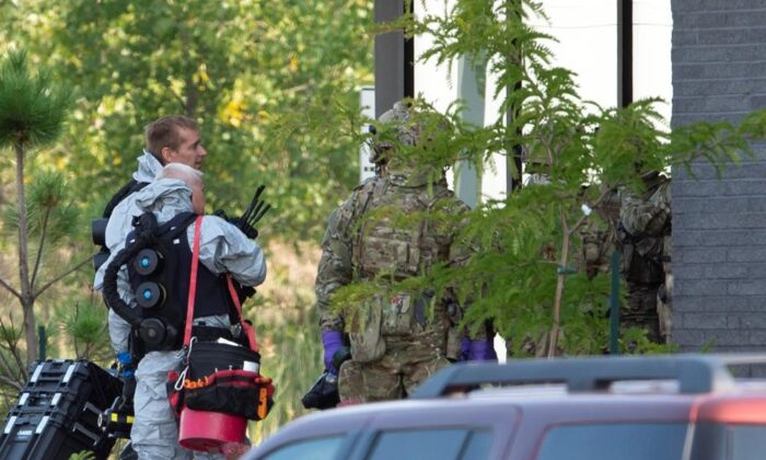 RCMP officers prepare to enter an apartment complex in connection with the mailing of ricin to President Trump, on Sept. 21, 2020 in St-Hubert, Que. (The Canadian Press/Ryan Remiorz)