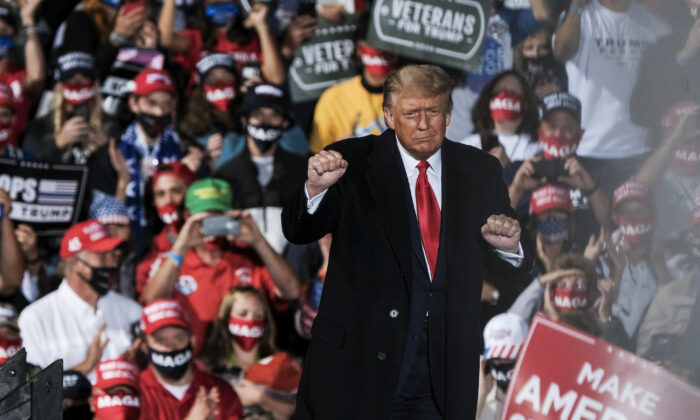 President Donald Trump charges up the crowd while speaking at a campaign rally at the Toledo Express Airport, in Swanton, Ohio, on Sept. 21, 2020. (Matthew Hatcher/Getty Images)