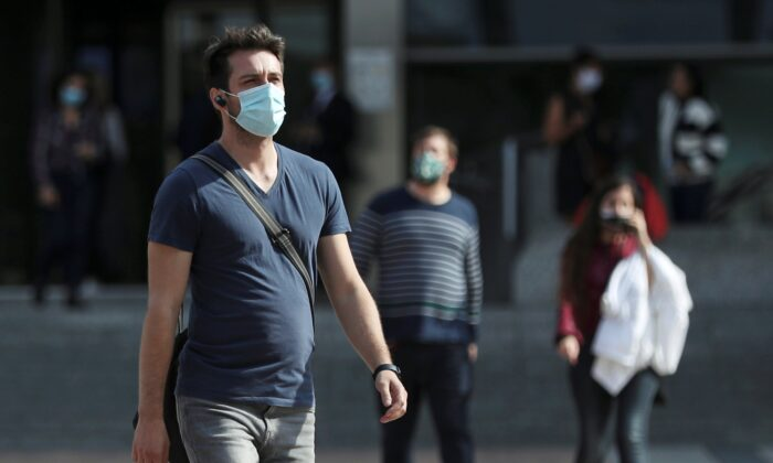 People wearing protective masks walk past the European Parliament headquarters amid the coronavirus disease (COVID-19) outbreak in Brussels, Belgium, on Sept. 23, 2020. (Yves Herman/Reuters)