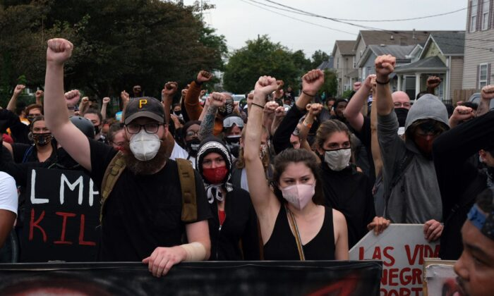 Protesters march in Louisville, Kentucky, on Sept. 23, 2020. (Jeff Dean/AFP via Getty Images)