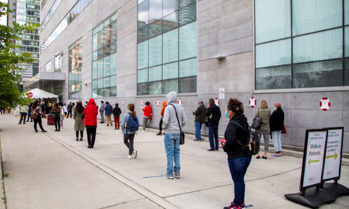 People wait in line at the Women's College COVID-19 testing facility in Toronto, on Sept. 18, 2020. (Reuters/Carlos Osorio)