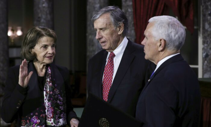 Richard Blum, center, stands with his wife, Sen. Dianne Feinstein (D-Calif.), left, and Vice President Mike Pence in Washington on Jan. 3, 2019. (Alex Edelman/AFP via Getty Images)