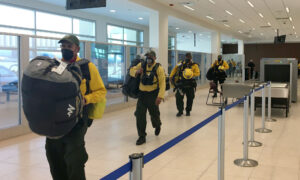 100 Firefighters From Mexico Join Front Line Battle to Help Contain California Wildfires