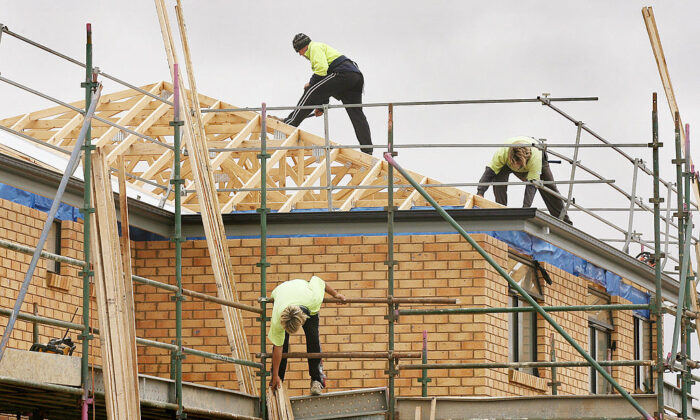 Builders work on a new house in Melbourne, 08 November 2006. (WILLIAM WEST/Getty Images)