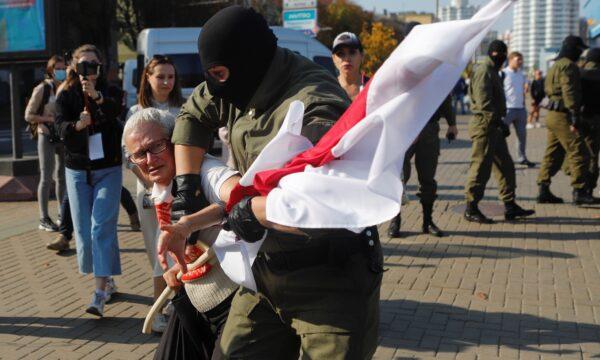 Nina Baginskaya during an opposition rally