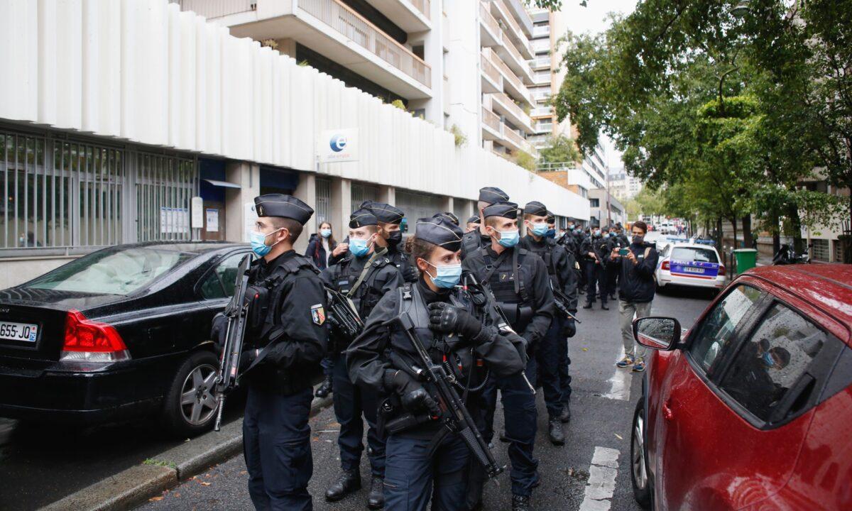 Paris stabbing police patrol