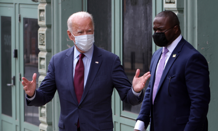 Democratic presidential nominee Joe Biden leaves after speaking at a campaign event in Wilmington, Del., on Sept. 27, 2020 (Alex Wong/Getty Images)