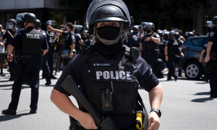 A Louisville Metro Police Department officer helps form a perimeter in Louisville, Ky., on Sept. 5, 2020. (Jeff Dean/AFP via Getty Images)