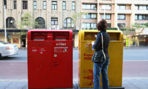 Australia Post Licensees Throw Support Behind Troubled CEO