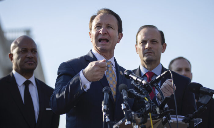Louisiana Attorney General Jeff Landry (C)  speaks during a press conference at the U.S. Capitol in Washington, on Jan. 22, 2020. (Drew Angerer/Getty Images)